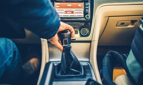 Führerscheinprüfung auf Automatik, aber Schaltgetriebe fahren